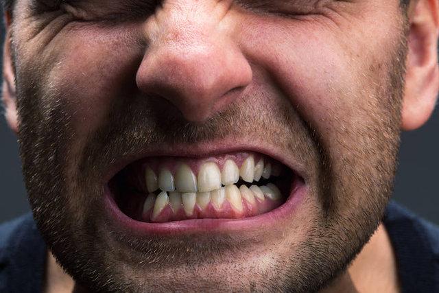 Zaciśnięte zęby