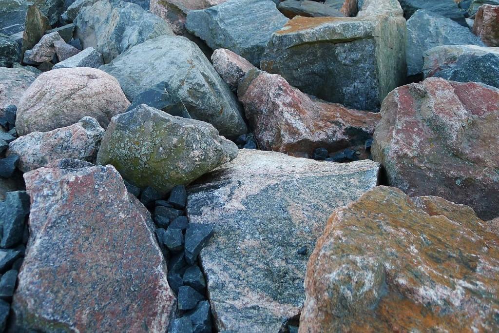 1280px-Rocks_(5698304725)